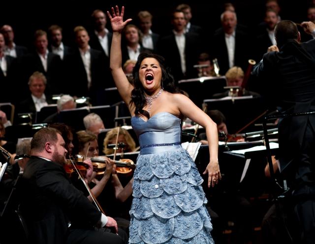 Певица Анна Нетребко пригрозила отказаться от гастролей из-за цен на билеты