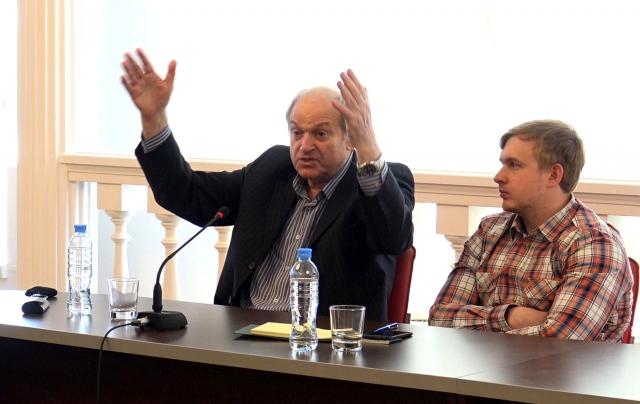 Выступление лауреатов Международной экологической премии EcoWorld Азария Баренбаума и Дмитрия Климова в экспертном клубе ИА REGNUM