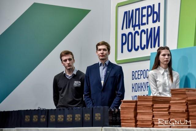 Памятные призы конкурса «Лидеры России»