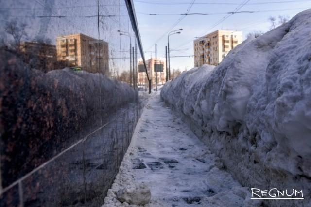 Местами снег чистят