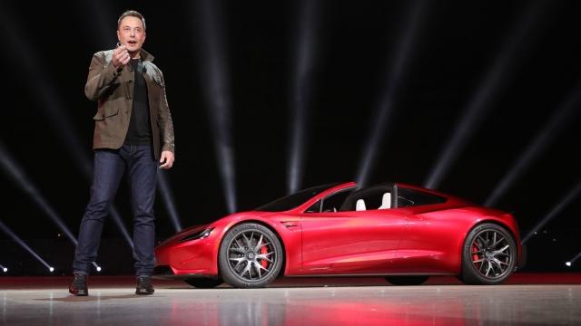 Tesla Roadster Илона Маска движется к Марсу, а не к поясу астероидов