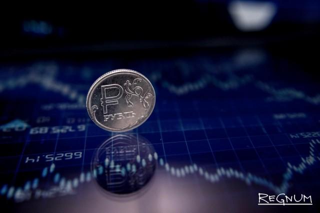 Рубль замедлил падение