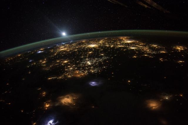 В городе Сочи светлые ночи: «вечнозимнее время» измотало россиян