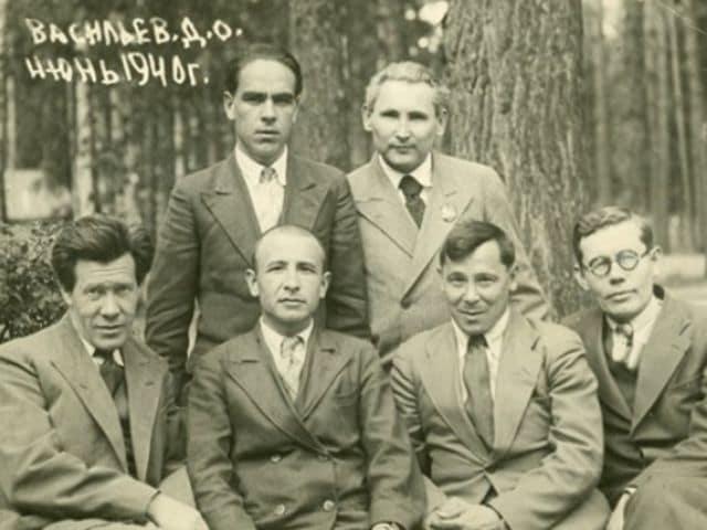 Муса Джалиль в кругу друзей. 1940