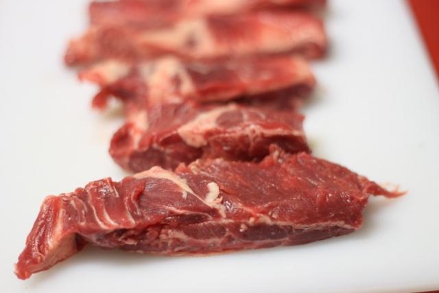 Роспотребнадзор в 2017 году забраковал 12,6 тысячи партий мясной продукции