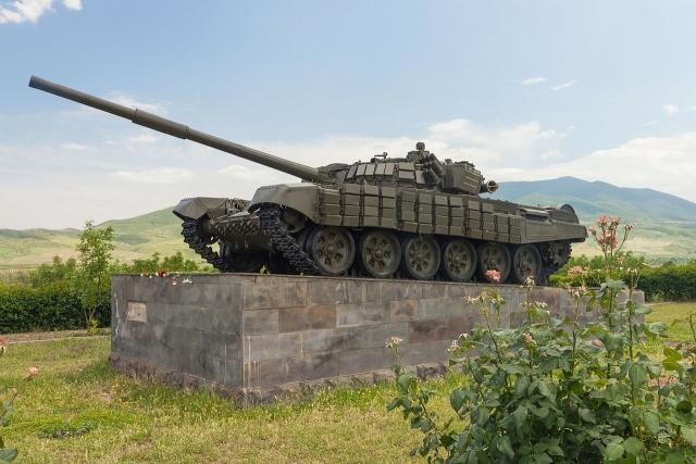 T-72. Памятник защитникам Нагорного Карабаха