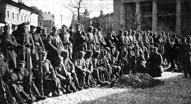 Польские солдаты в захваченном Вильнюсе. 1920