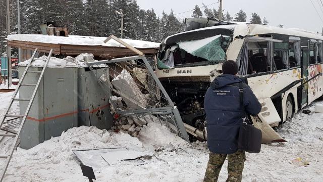 СКР винит РЖД в аварии с автобусом и «Ласточкой» под Петербургом