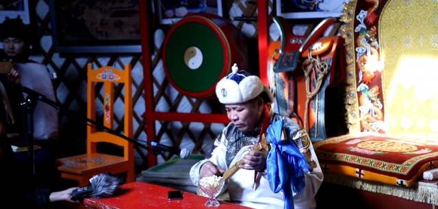 Авирмэдийн Балдандорж исполнял эпос «Хаан туульсийн ургоо» в течение пяти часов