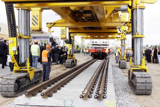 Укладка путей для тоннеля Rail Baltica