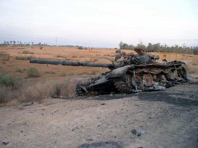 Подбитый иракский танк