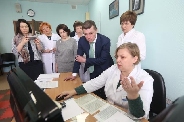 Московские чиновники в Новосибирске: подальше от проблем поближе к кабинету