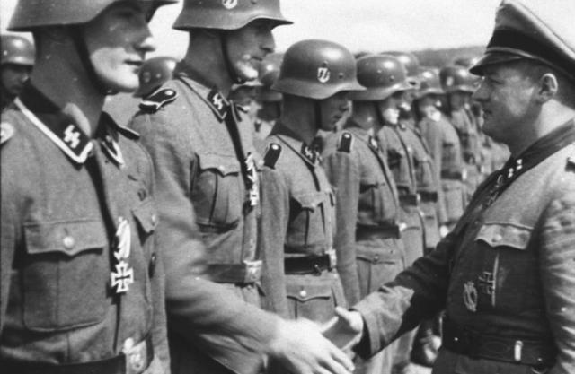 Награждение эсэсовцев. 1942