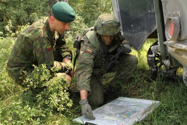 Литовские военные в ходе штатных учений