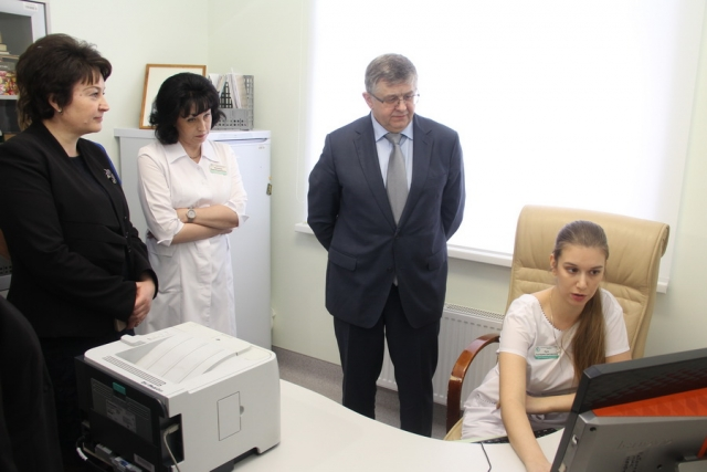 Заместитель министра здравоохранения России Сергей Краевой в перинатальном центре ДАР