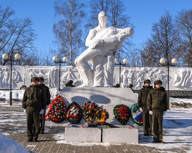 Калужский губернатор поздравил ракетчиков с Днем защитника Отечества