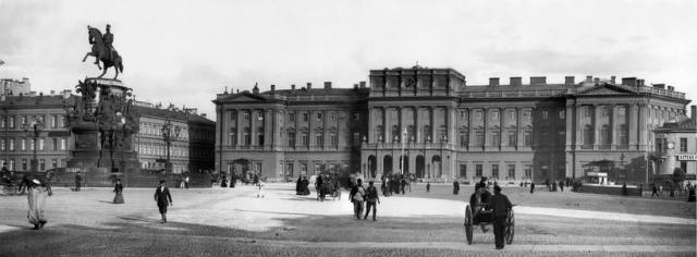 Мариинский дворец, Мариинская площадь
