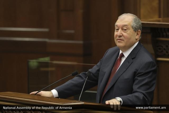 Парламент Армении выберет президента: кандидат выглядел неубедительно