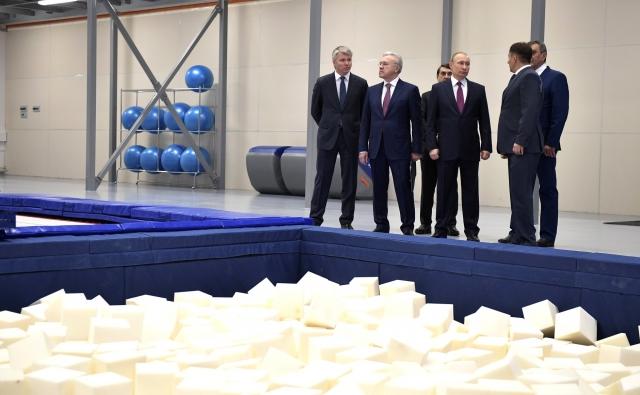 Владимир Путин посетил многофункциональный спортивный комплекс «Сопка». Красноярск, 7 февраля 2018 года