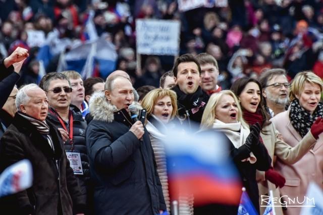 Владимир Путин исполняет гимн России