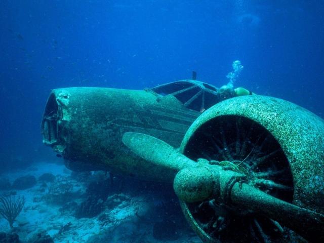 Потерпевший крушение самолет. Район Бермудских островов
