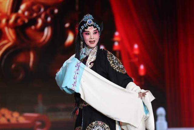 Петербуржцы бесплатно увидели уникальный концерт Хэнаньской оперы