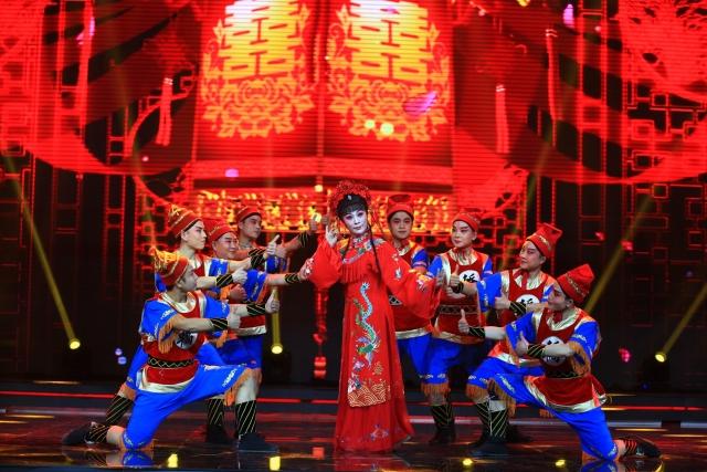 Ван Цюаньчжэнь — не только артистка, но и партийный секретарь