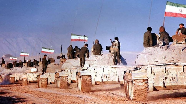 Иранские танки выдвигаются на передовую. Ирано-иракская война. 1980