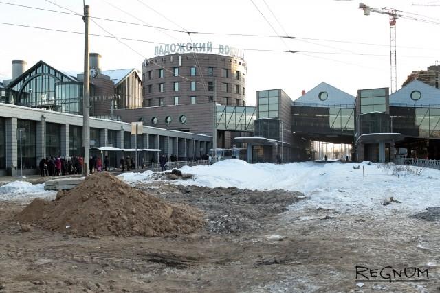 Участок стройки у Ладожского вокзала