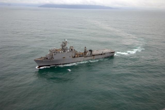 Американский десантный корабль-док вошел в Черное море