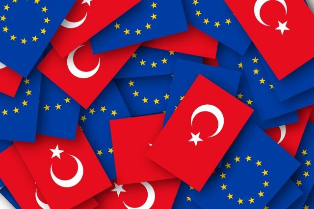 Флаги Турции и ЕС
