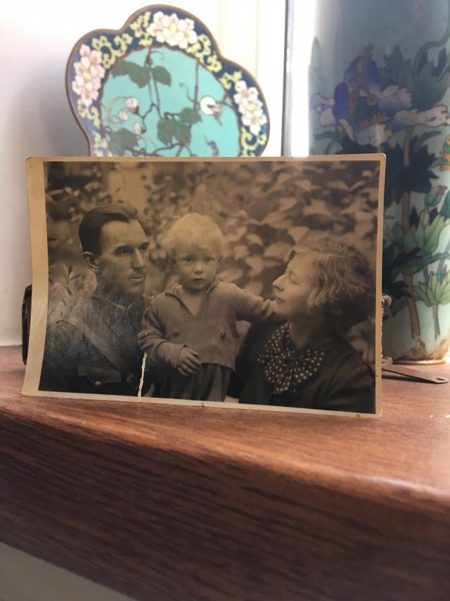 Андрей Гнездилов с родителями
