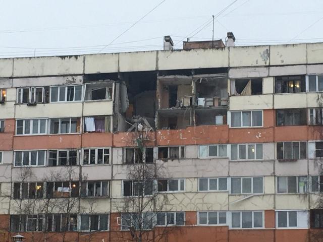 В одном из многоэтажных домов Петербурга взорвался бытовой газ