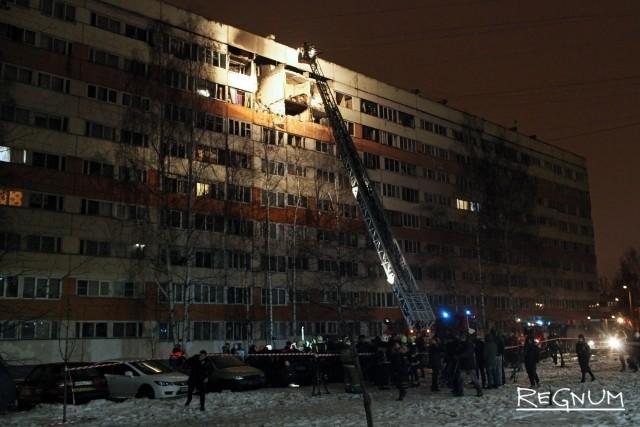 Семь человек обратились к медикам после взрыва в жилом доме Петербурга