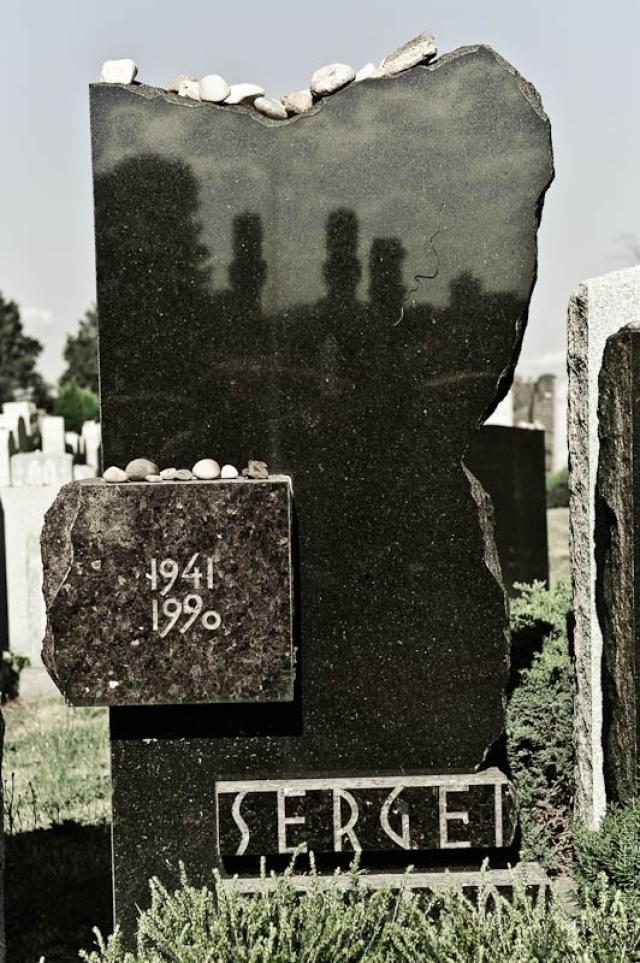 Могила Довлатова на кладбище Маунт-Хеброн в Нью-Йорке, 26 июля 2010 г