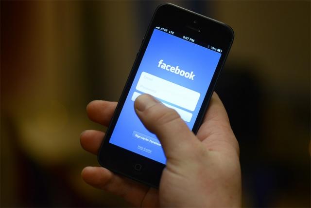 Киев недоволен тем, что Facebook блокирует украинских пропагандистов