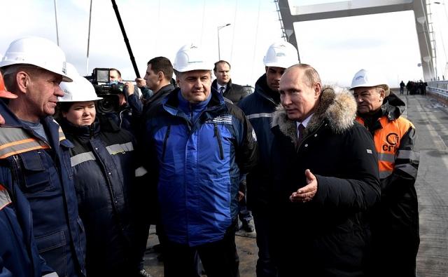 Реакция Запада на визит Путина в Крым предельно предсказуема