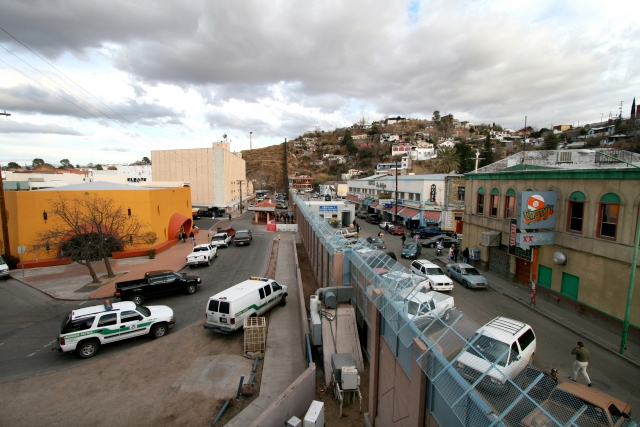 Дональд Трамп проверил строительство стены на границе с Мексикой