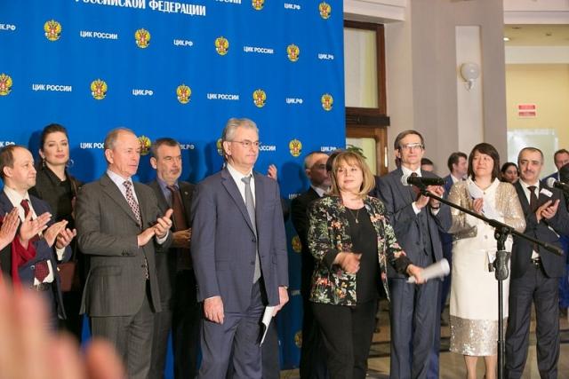 Глава ЦИК отстояла очередь на избирательном участке в Москве