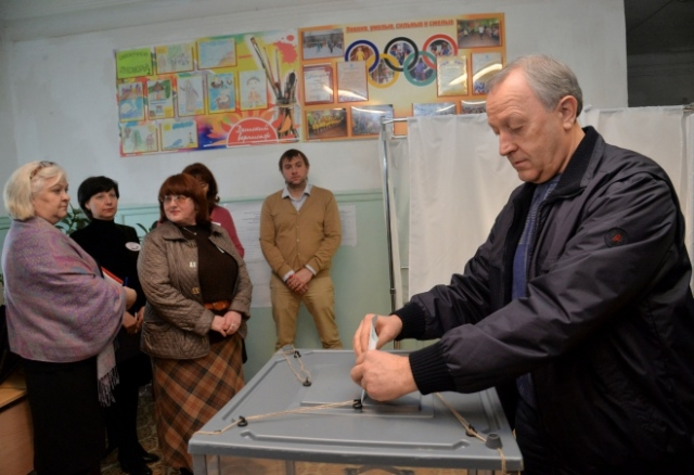 Саратовский губернатор проголосовал за Россию и президента