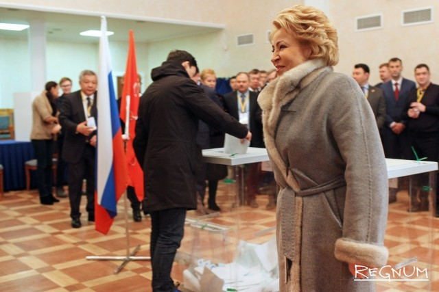 Матвиенко проголосовала за президента на участке в центре Петербурга