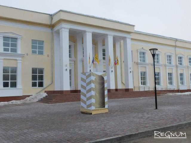 В Переславле сломанного Ленина замаскировали под сторожевую будку