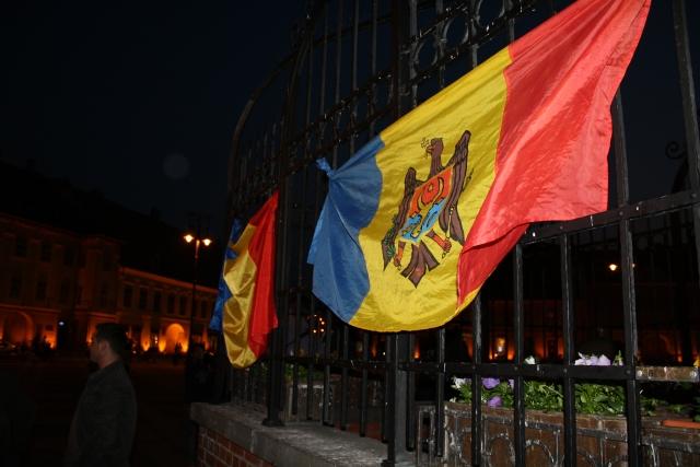 Молдавию будут присоединять к Румынии. Додон призывает сидеть дома