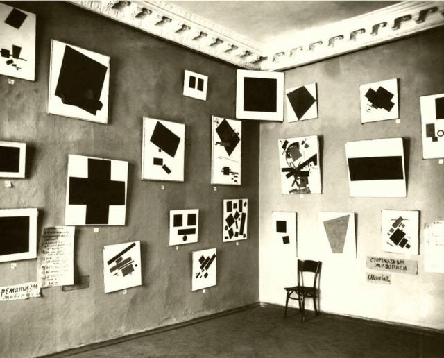 «Черный квадрат» Малевича в «красном углу» на выставке 1915 г