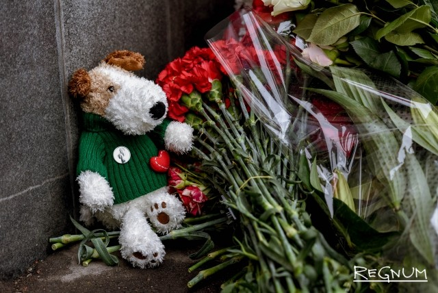 В Москве почтить память погибших в Кемерово пришли сотни человек: фото