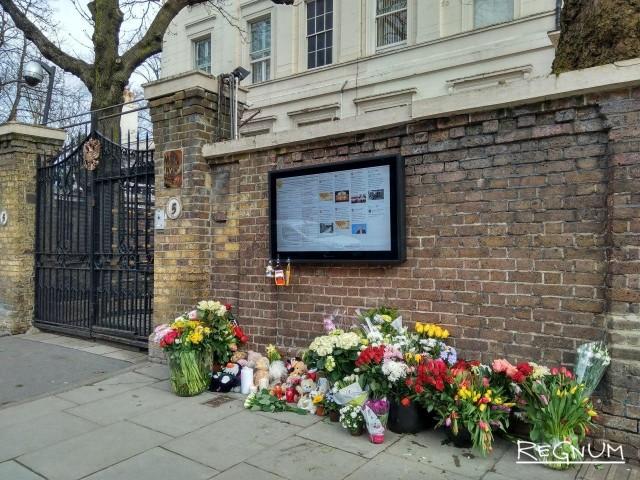 Память жертв трагедии в Кемерове почтили в Лондоне