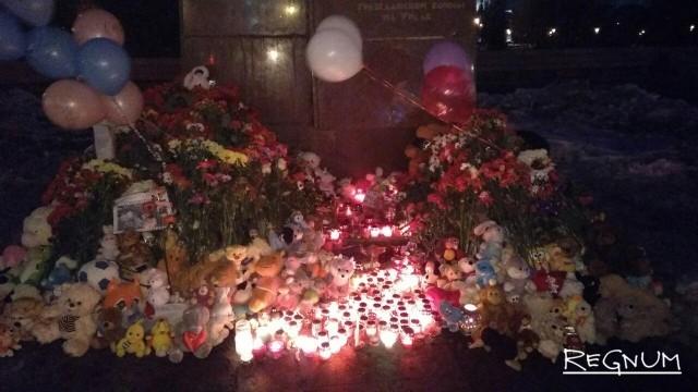 Мемориал у памятника Орлёнку в Челябинске