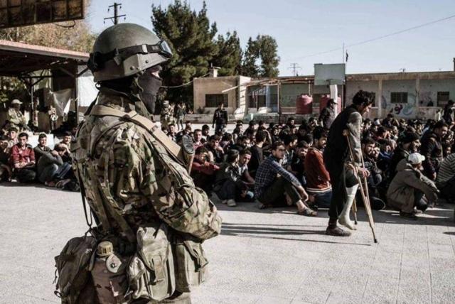 Боевики покидают Восточную Гуту под надзором добровольцев из ЧВК «Вагнер»