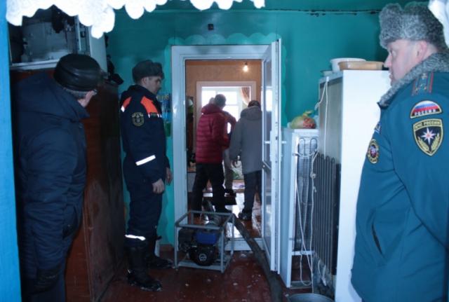 Наводнение на Алтае: похолодание затруднило откачку воды