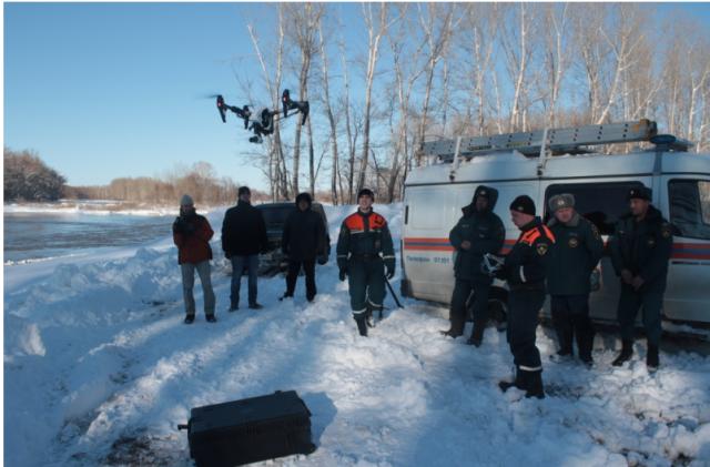 Квадрокоптер спасателей используется при оценке наводнения